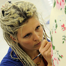 Sarah Jane Richards painting a Snowdog